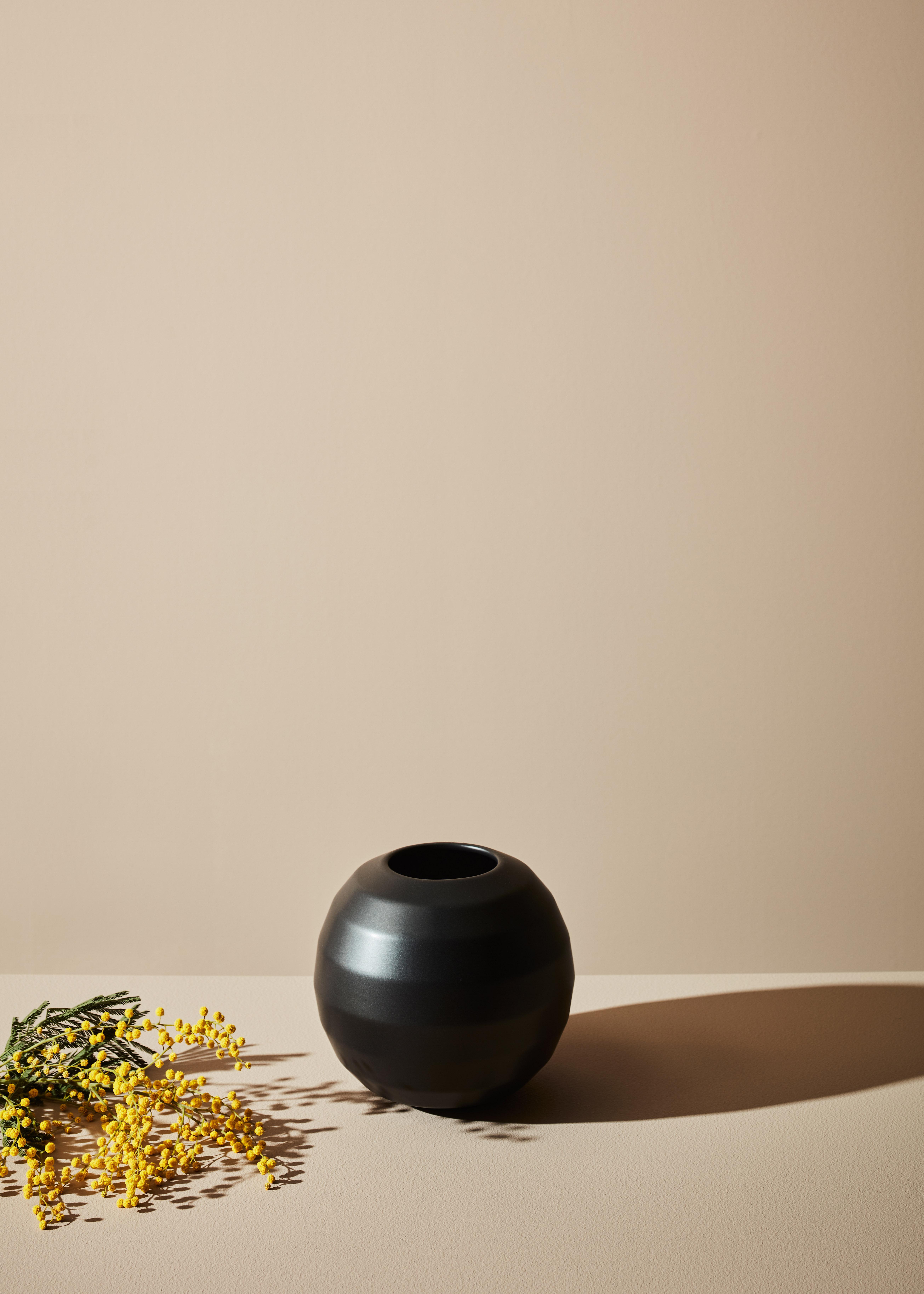 OMFAMNA - Ceramic Pot Black