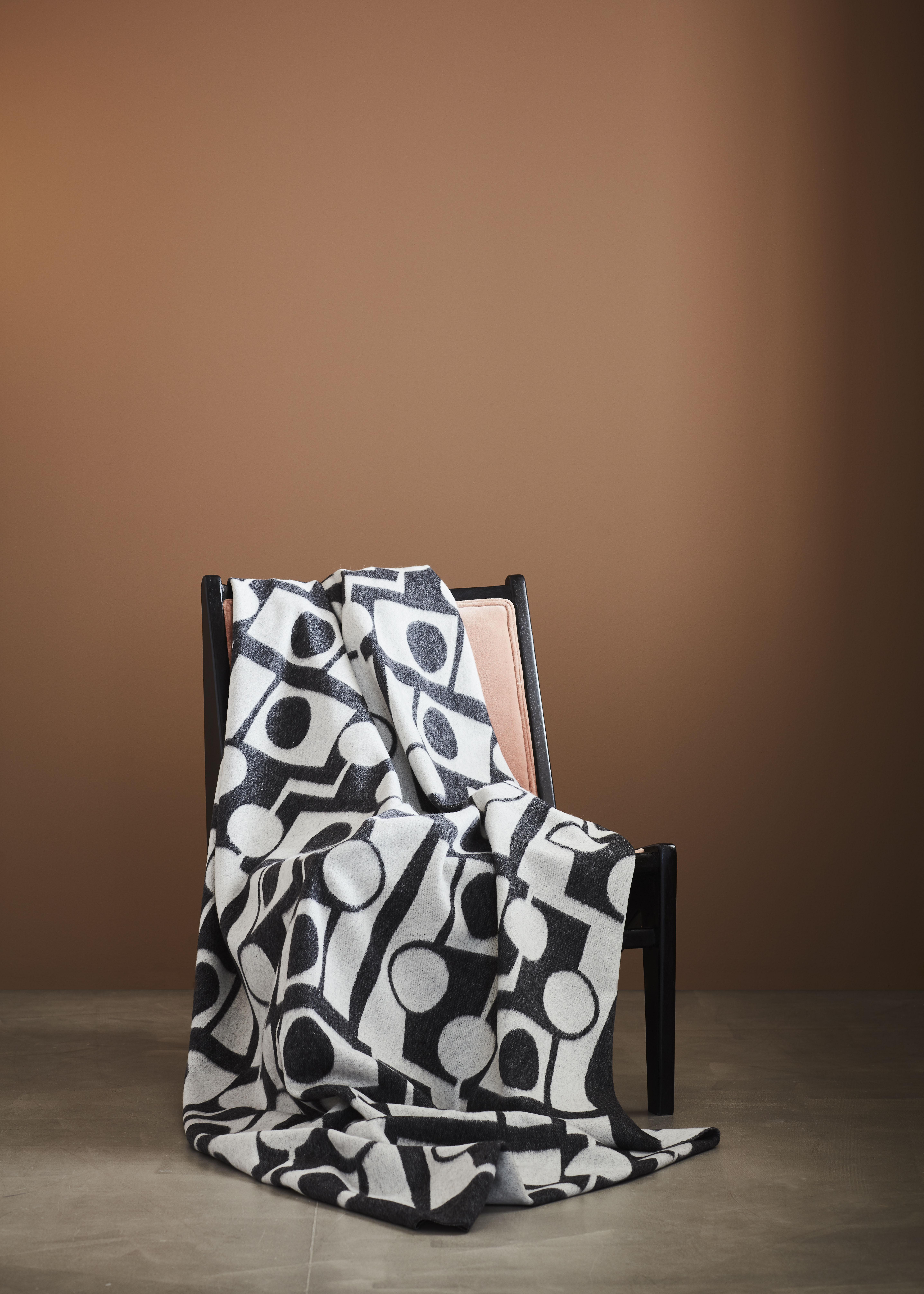 ILMA - Throw Wool/Cashmere White/Black